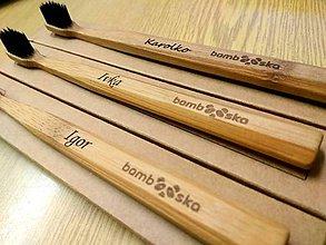 Drobnosti - Bambusová zubná kefka Premium Soft s vlastným menom - 8814008_