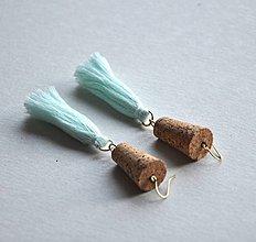 Náušnice - korkové s mentolovými strapcami - 8811956_