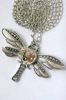 Náhrdelníky - Steampunkový náhrdelník Vážka - 8811952_