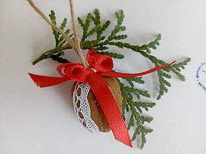 Dekorácie - Vianočné oriešky ČERVENÉ - 8812734_