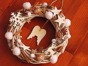 Dekorácie - Vianočný veniec s anjelskými krídlami - 8811558_