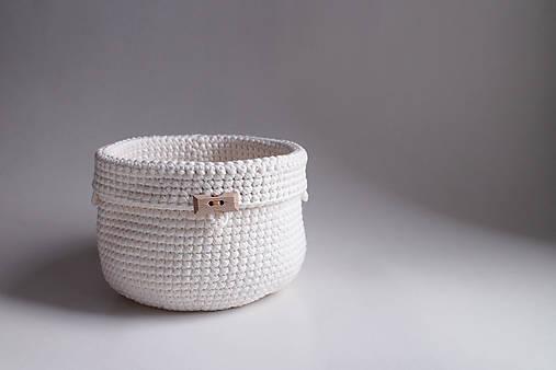Košík - Biely | Béžový | drevený gombík
