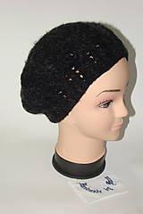 Čiapky, čelenky, klobúky - Háčkovaná čiapka čierna s bielym vláknom - 8821645_