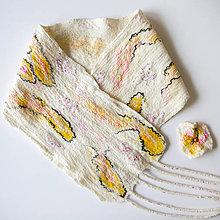 Šály - Biely dámsky plstený šál + brošňa - 8821166_