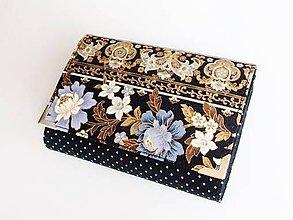 Peňaženky - Modré květy ve zlaté - peněženka až na 12 karet - 8817790_