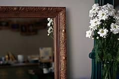 Zrkadlo s pozláteným vzorom