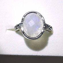 Prstene - Elegant Faceted White Moonstone & Silver Ag 925 / Strieborný prsteň s fazetovaným mesačným kameňom bielym - 8826530_