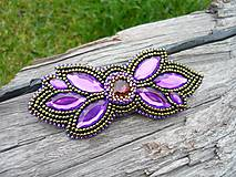 Odznaky/Brošne - Korálková brošňa Orchidea orientu - 8825161_