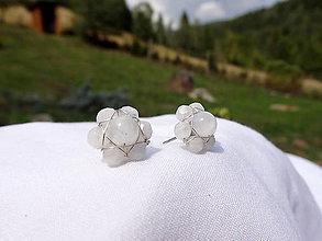 Náušnice - kvetinky z mesačného kameňa - 8828125_