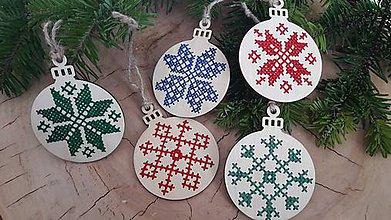 Dekorácie - Drevené vianočné ozdoby- vločky - 8828245_