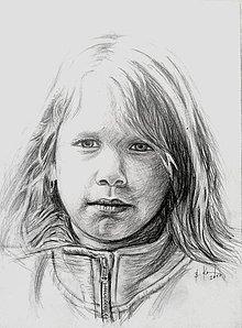 Kresby - dievčatko v mikine :-) - 8824592_