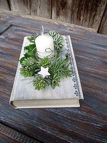 Svietidlá a sviečky - Vianočná kaktusová dekorácia v knihe - 8824189_