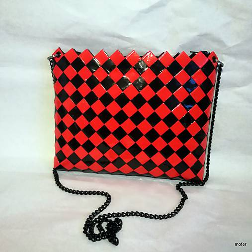 červeno čierna kabelka