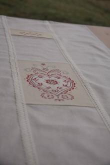 Úžitkový textil - Obrus-štóla srdiečko - 8833257_