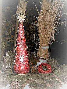 Dekorácie - Vianočný stromček červený s anjelikom - 8830220_
