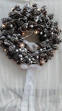 Dekorácie - Vianočný veniec so svetlami...vták - 8833801_