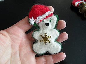 Odznaky/Brošne - vianoční mackovia-brošnička - 8833453_