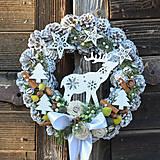 - Vianočný veniec na dvere so sobíkom - 8828742_