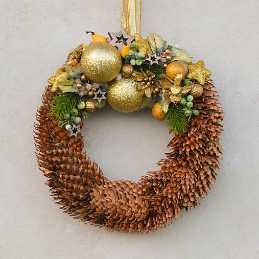 Šiškový vianočný venček na dvere