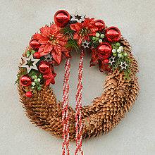 Dekorácie - Šiškový vianočný venček na dvere - 8828704_