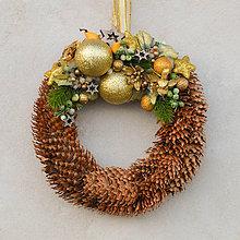 Dekorácie - Šiškový vianočný venček na dvere - 8828714_
