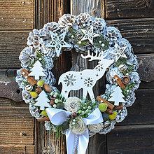 Dekorácie - Vianočný veniec na dvere so sobíkom - 8828742_