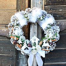 Dekorácie - Vianočný veniec na dvere s domčekom - 8828748_