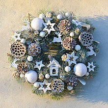 Dekorácie - Vianočný veniec na dvere - 8832981_