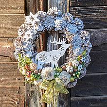 Dekorácie - Vianočný veniec na dvere so sobíkom - 8834077_