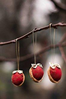 Dekorácie - Vianočný oriešok - červeno-zlatý II. - 8835736_