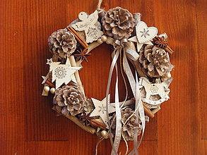 Dekorácie - Vianočný patinovaný veniec sivo biely s mašličkou - 8839737_