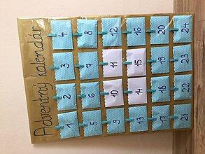 Dekorácie - Adventný kalendár - bodkovaný - 8846187_