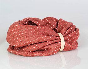 Šály - Hrejivý ľanový bodkovaný nákrčník tehlovočervenej farby - 8843311_