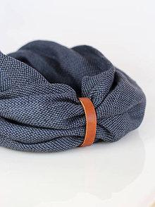 Doplnky - Pánsky elegantný hrejivý ľanový nákrčník tmavošedej farby s koženým remienkom - 8843454_
