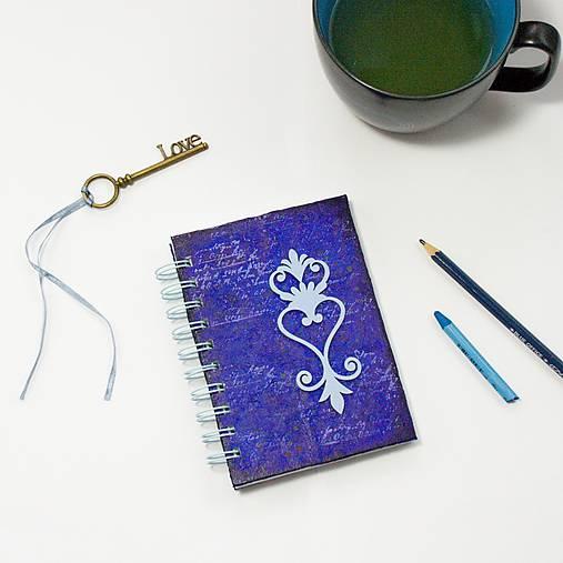 Vintage zápisník modro-fialový s ornamentom
