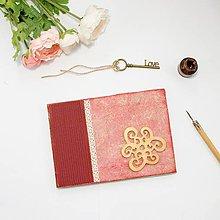 Papiernictvo - Vintage kniha hostí - červená so zlatým ornamentom - 8843185_
