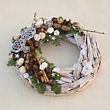 Dekorácie - Prírodný drevený vianočný veniec - 8840349_