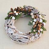 Prírodný drevený vianočný veniec