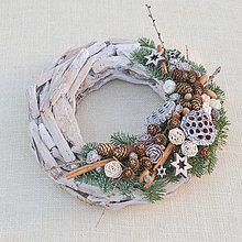 Dekorácie - Prírodný drevený vianočný veniec so škoricou - 8840376_