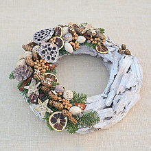 Dekorácie - Prírodný drevený vianočný veniec - 8840395_