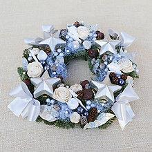 Dekorácie - Modrý adventný svietnik zo živej čečiny - 8840457_