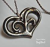 Náhrdelníky - Keramický  šperk ...Srdiečko vyrezávané... - 8849099_