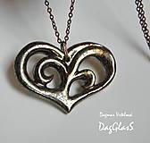 Náhrdelníky - Keramický  šperk ...Srdiečko vyrezávané... - 8849100_