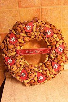 Dekorácie - Orieškový vianočný veniec - 8854467_