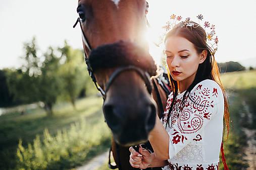 Mosadzný jedinečný venček s farebnými kvetmi - Slavianka