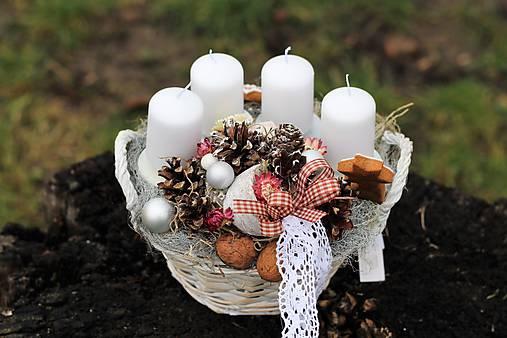 Vianočný svietnik s medovníkmi