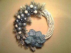 Dekorácie - vianočný veniec na dvere svetlomodrý ZĽAVA - 8860890_
