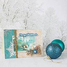 Papiernictvo - Royal Christmas - tyrkysovo-zlatá pohľadnica s ozdobami, šiškou, vločkami a nápisom Merry Christmas - 8858509_