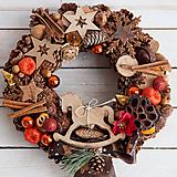 Dekorácie - Vianočný veniec prírodný s dreveným koníkom - 8862181_