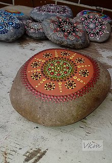Dekorácie - Oranžový - Na kameni maľované - 8858988_